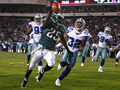 Eagles running back LeSean McCoy scores his second touchdown against the Cowboys. (Ron Cortes/Staff Photographer)