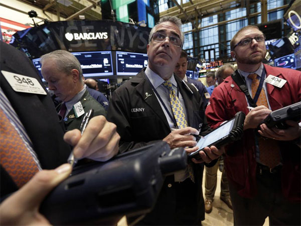 Trader Kenneth Polcari, center, works on the floor of the New York Stock Exchange Thursday, Oct. 31, 2013. Stocks edged lower in early trading on Wall Street Thursday, paring the market´s big gain for October. (AP Photo/Richard Drew)