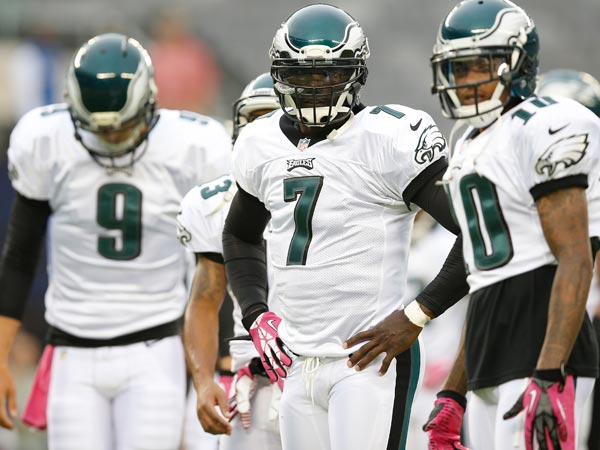 Eagles quarterback Michael Vick and teammate DeSean Jackson talk while warming up. (Kathy Willens/AP)