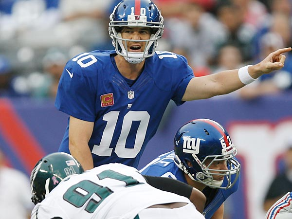 New York Giants quarterback Eli Manning (10) calls out the defense during the first half. (AP Photo/Kathy Willens)