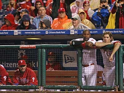 Ryan Howard and Jayson Werth watch their fellow Phillies go down in the eighth inning of Game 3. ( Yong Kim / Staff photographer )