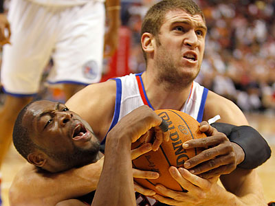 Spencer Hawes has not played well enough to continue to start, but the Sixers have few options to replace him. (Yong Kim/Staff file photo)