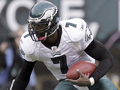 Michael Vick will be back under center for the Eagles Sunday. (Yong Kim / Staff Photographer)
