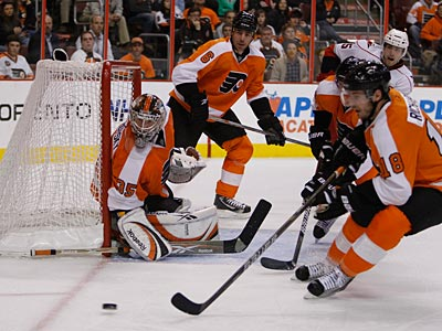 The Flyers won their fourth straight game last night against the Hurricanes. (Ron Cortes / Staff Photographer)