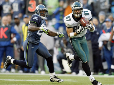 Eagles tight end Brent Celek catches a pass for 39 yards with Seahawks safety Jordan Babineaux defending during the third quarter Sunday in Seattle. Celek had 131 yards on six catches during the Eagles&acute; 26-7 win, but won&acute;t start against the Giants. (AP<br />Photo / John Froschauer)