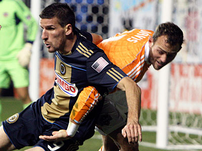 Sebastien Le Toux and the Union must outscore Houston by 2 goals tonight to have a shot to advance. (Steven M. Falk/Staff Photographer)