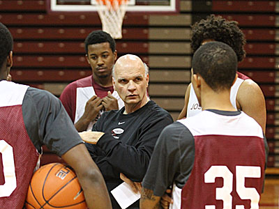 St. Joseph&acute;s Head Coach Phil Martelli  talks to his team at the start<br />of practice. (Charles Fox/Staff Photographer)