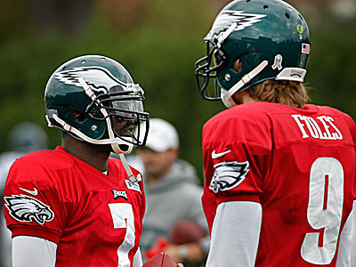 Michael Vick and Nick Foles. (Alejandro A. Alvarez/Staff Photographer)