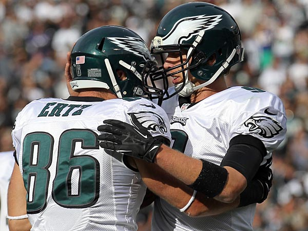 Eagles tight end Zach Ertz (left) and quarterback Nick Foles (right). (Yong Kim/Staff Photographer)