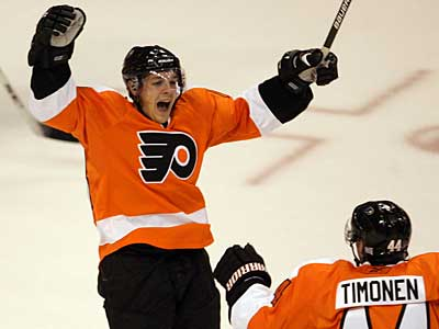 """""""I felt pretty good,"""" Danny Briere said after skating on Tuesday. Briere has been out of the lineup since Oct. 27. (Yong Kim / Staff Photographer)"""