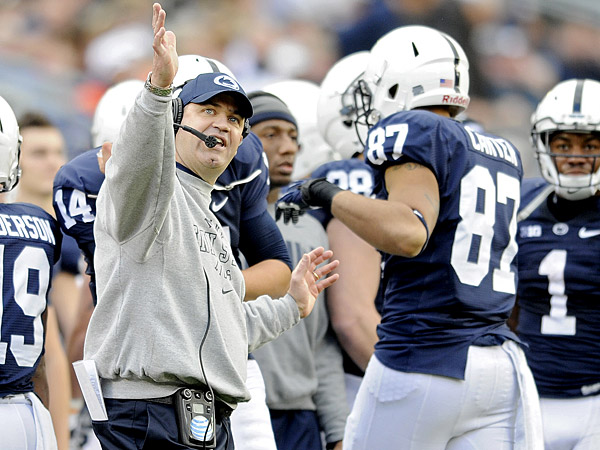 Penn State coach Bill O´Brien yells to his players during a game against Illinois. (Abby Drey/AP/Centre Daily Times)