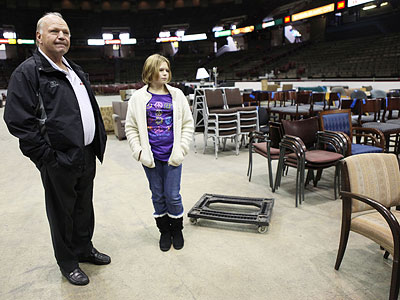 Former Flyers player Bob Kelly, brought his 10-year-old daughter, Lindsay, to the Spectrum before it was taken down. (Juliette Lynch / Staff Photographer)