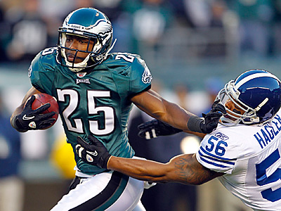 LeSean McCoy stiff-arms Indianapolis Colts´ Tyjuan Hagler during the first quarter of the Eagles 26-24 win.  (Yong Kim / Staff Photographer)
