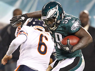 Linebacker Brian Rolle made a key play for the Eagles, scoring on a Bears fumble. (Ron Cortes/Staff Photographer)