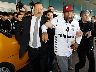 Allen Iverson arrived, surrounded by cheering supporters, at the Ataturk airport in Istanbul, Turkey, today. (AP Photo/Ibrahim Usta)