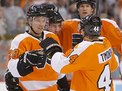 Claude Giroux leads the NHL with three shorthanded goals. (Ron Cortes/Staff Photographer)