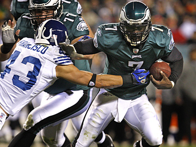 Michael Vick and the Eagles will face the Washington Redskins tomorrow night. (Ron Cortes / Staff Photographer)