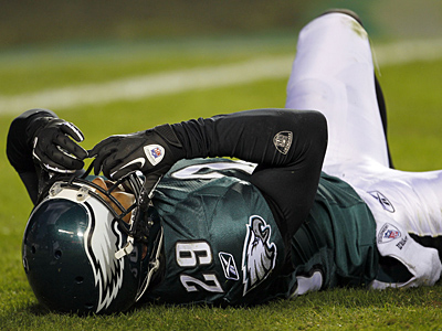 Eagles´ safety Nate Allen lays on the field after getting injured against the Colts. (Yong Kim / Staff Photographer)