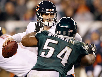 Bears quarterback Jay Cutler throws against Eagles´ Brandon Graham. (Yong Kim/Staff Photographer)