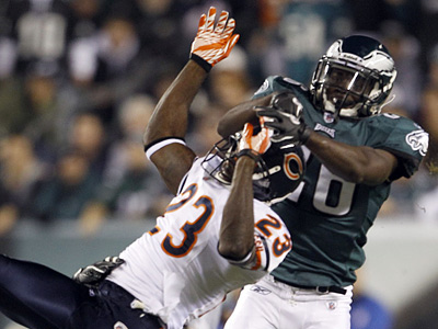 Jaiquawn Jarrett takes down Chicago´s Devin Hester during Monday´s loss to the Bears.  (Yong Kim / Staff Photographer)