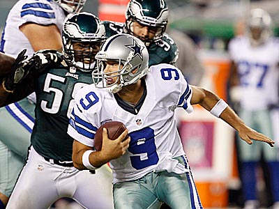 Cowboys quarterback Tony Romo escapes from Eagles defensive end Tent Cole during the third quarter. (Yong Kim/Staff Photographer)