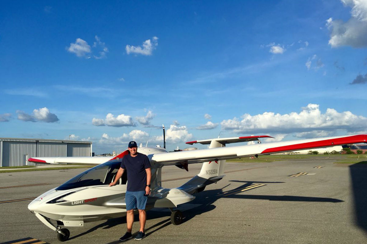Roy Halladay´s Twitter page photo showing him and his plane, an ICON A5 single-engine aircraft, that crashed 10 miles west of St. Petersburg, Fla., around 1 p.m. on Tuesday, Nov. 7, 2017. Halladay, 40, was the only one aboard.