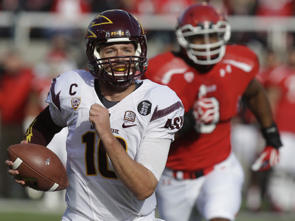 Arizona State quarterback Taylor Kelly (10) carries the ball for a touchdown in the first quarter during an NCAA college football game against Utah on Saturday, Nov. 9, 2013, in Salt Lake City. (Rick Bowmer/AP)