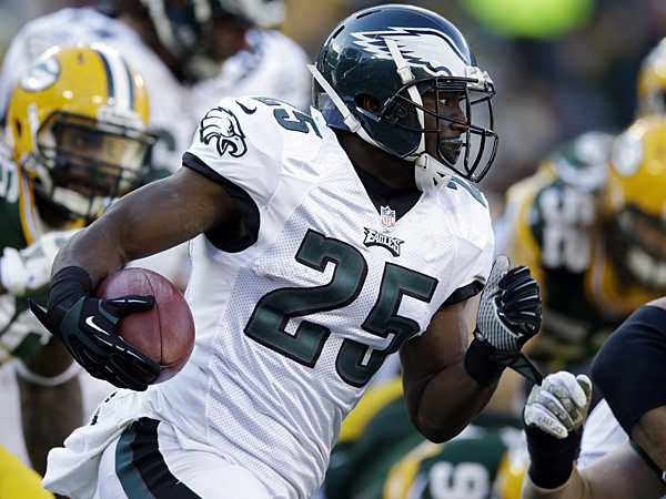 Eagles running back LeSean McCoy runs during the second half against the Packers. (Tom Lynn/AP)