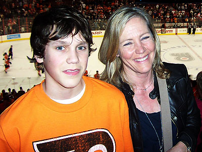 Kerstin Pietzsch-Somnell, the former fiancee of Pelle Lindbergh, with her son, Jens, at a Flyers game last March.
