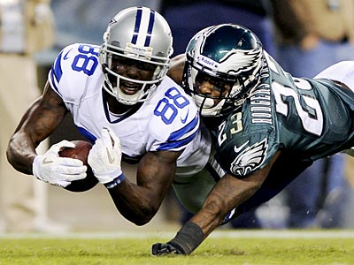 Dallas Cowboys&acute; Dez Bryant, left, scores a touchdown as Philadelphia<br />Eagles&acute; Dominique Rodgers-Cromartie defends in the second half of an<br />NFL football game, Sunday, Nov. 11, 2012, in Philadelphia. (AP<br />Photo/Michael Perez)