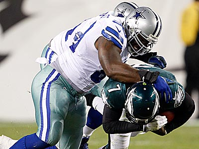 Eagles´ Michael Vick gets taken down during the first half against the Cowboys. (Yong Kim/Staff Photographer)