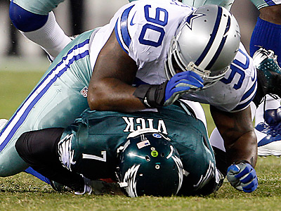 Eagles&acute; Michael Vick gets taken down against Dallas Cowboys&acute; Jay<br />Ratliff. (Yong Kim/Staff Photographer)
