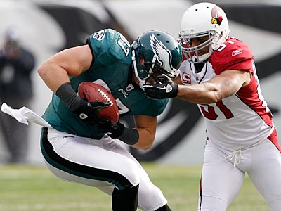 Brent Celek fights off a tackler in the first quarter. (Yong Kim/Staff Photographer)
