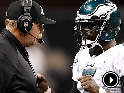 Philadelphia Eagles head coach Andy Reid talks to quarterback Michael<br />Vick. (Ron Cortes/Staff Photographer)