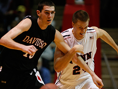 Penn´s Jack Eggleston goes for the steal against Davidson´s Jake Cohen in second half. (Ron Cortes / Staff Photographer)