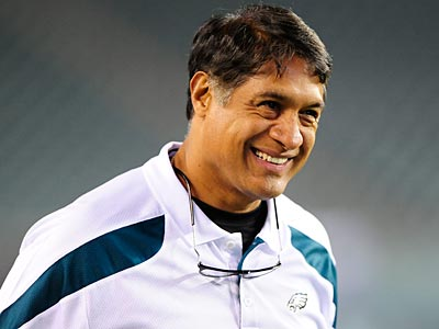 Juan Castillo would not confirm if he was or wasn´t still the Eagles´ defensive coordinator.(Michael Perez/AP)