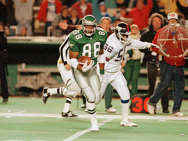 Keith Jackson eludes Lawrence Taylor during the Eagles´ 1991 game against the Giants at Veterans Stadium. (Rusty Kennedy/AP file photo)
