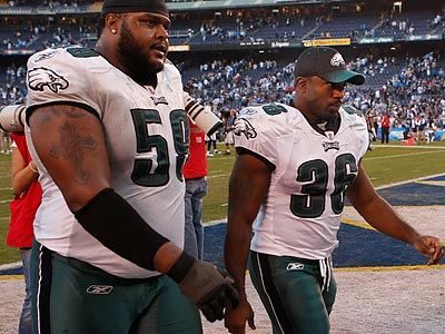 Brian Westbrook (right) suffered his second concussion in four games during the second half of the Eagles´ loss. (Ron Cortes/Staff Photographer)