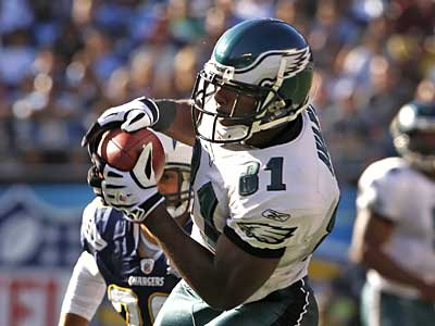 Eagles&acute; Jason Avant hauls in a pass against the Chargers. His eight catches for 156 yards were a career high. (Ron Cortes / Staff<br />Photographer)