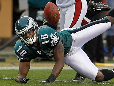 Jeremy Maclin couldn´t haul in this pass during the Eagles´ 21-17 loss to the Cardinals. (Ron Cortes/Staff Photographer)