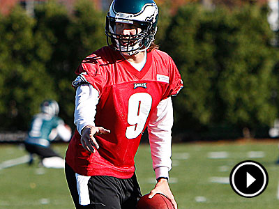 Eagles quarterback Nick Foles prepares for his first career NFL start. (David Maialetti/Staff Photographer)