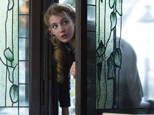 "Liesel (Sophie Nélisse) sneaks into a neighbor´s well-stocked library to pursue her love of reading in ""The Book Thief."""