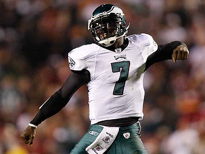 Michael Vick threw four touchdowns and ran for two in the Eagles´ win over Washington. (David Maialetti/Staff Photographer)