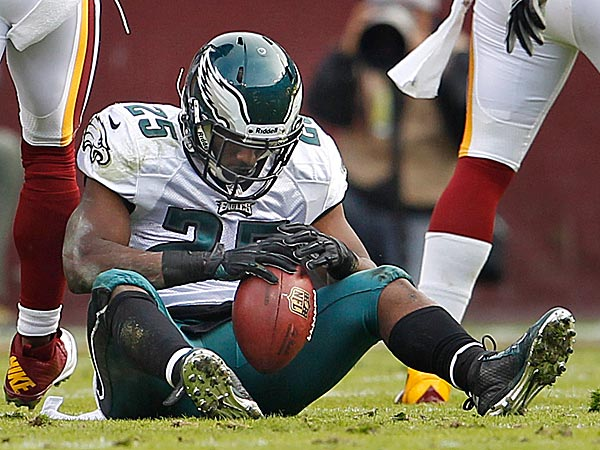 LeSean McCoy suffered a concussion late in the Eagles´ 31-6 loss the Redskins. (Ron Cortes/Staff Photographer)