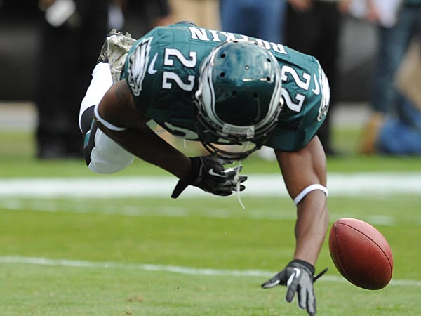 Eagles cornerback Brandon Boykin dives and bats the ball back out of<br />the endzone on an Eagles punt, which was downed at the Redskins 1-yard<br />line during game at Lincoln Financial Field Nov. 17, 2013.  ( CLEM<br />MURRAY / Staff Photographer )
