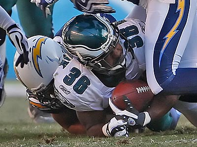 Brian Westbrook suffered his second concussion during the Eagles´ loss to the Chargers on Sunday. Doctors said today that they expect a full recovery. (Ron Cortes/Staff Photographer)