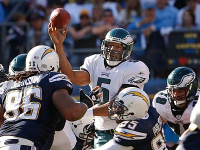 Donovan McNabb and the Eagles´ offense couldn´t convert red-zone opportunities on Sunday against the Chargers. (Ron Cortes/Staff Photographer)