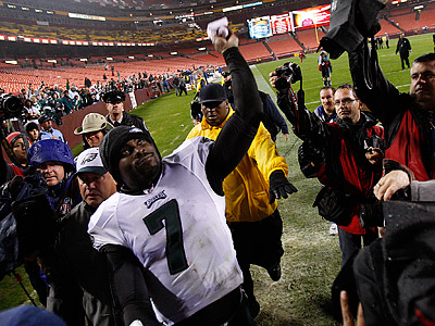 Michael Vick has won the NFC player of the week two weeks in a row. (David Maialetti / Staff Photographer)