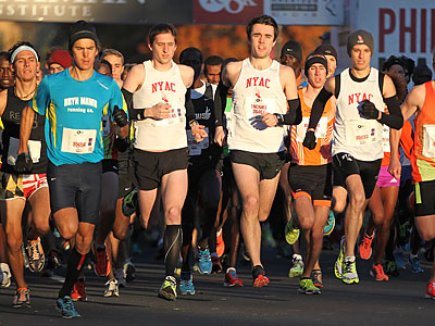 Runners jostle for position at the start of the Rothman 8K on the Benjamin Franklin Parkway. (Michael Bryant/Staff Photographer)