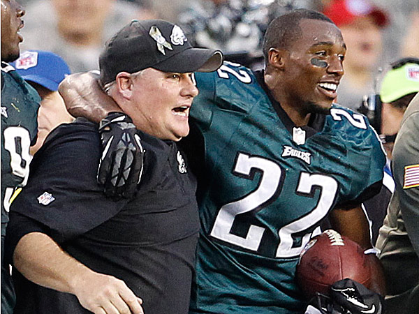 Eagles head coach Chip Kelly and cornerback Brandon Boykin. (Ron Cortes/Staff Photographer)